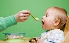 Bebeklerde Ek gıdaya nasıl başlanmalı